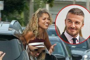 Fan nữ quá khích vén áo khoe ngực trần trước mặt Beckham