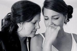 Lên thăm con gái đẻ, mẹ đẻ sốc với mâm cơm cữ thông gia nấu cho con dâu ăn