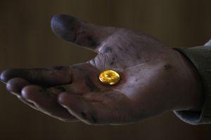 Nhiều chuyên gia cảnh báo thế giới đang dần hết vàng