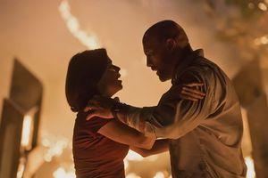 Dwayne Johnson lại làm người hùng giải cứu gia đình trong Skycrapers