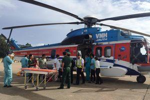 Trực thăng vượt nghìn cây số ra đảo Thuyền Chài cứu ngư dân gặp nạn