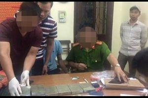 Khởi tố 2 đối tượng vận chuyển 10 bánh heroin lấy 80 triệu