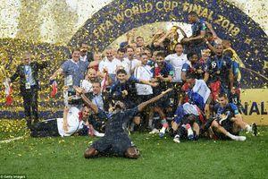 Hình ảnh tuyển Pháp vui mừng tưng bừng bên chiếc cúp vàng World Cup 2018