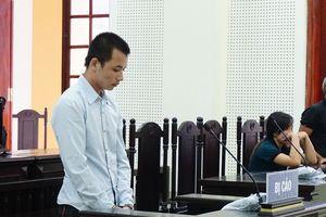 Hoãn phiên tòa vì… cháu của chủ tọa lấy người thân bị hại
