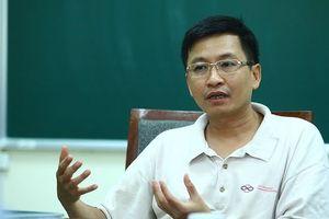 GS TS Phùng Hồ Hải: 'Thi tự luận tốn kém hơn trắc nghiệm nhưng đánh giá đúng năng lực của thí sinh'