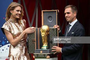 Natalia Vodianova rạng rỡ cùng Philipp Lahm mở Cúp vàng World Cup