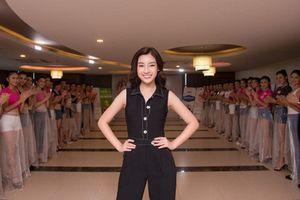 Đỗ Mỹ Linh thị phạm catwalk cực 'đỉnh' cho thí sinh Hoa hậu VN