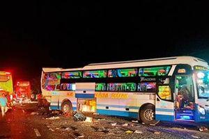 Tai nạn thảm khốc giữa ba xe ô tô khách ở Khánh Hòa