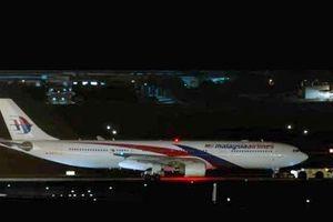 Máy bay MH134 của Malaysia hạ cánh khẩn cấp trong đêm