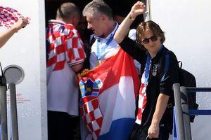 Hình ảnh khác xa sân cỏ của Luka Modric khi người hùng Croatia trở về