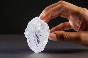 Có cả triệu tỷ tấn kim cương trong lòng đất
