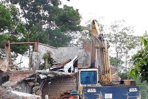 Hà Nội: Cưỡng chế phá dỡ 'cung điện công chúa' xây trái phép tại Ba Vì