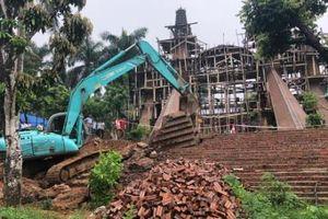 Đang cưỡng chế phá dỡ 'cung điện' xây dựng trái phép tại huyện Ba Vì (Hà Nội)