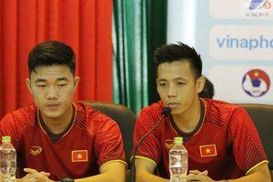 Xuân Trường hay Văn Quyết xứng đáng đeo băng đội trưởng Olympic Việt Nam?
