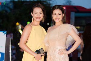 Dàn Hoa hậu, Á hậu đọ dáng trên thảm đỏ Chung khảo phía Bắc HHVN 2018