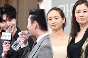 Họp báo 'Life': Áp đảo nhan sắc hai nữ chính, Lee Dong Wook tỏa sáng tình tứ bên 'anh trai mưa' của Son Ye Jin