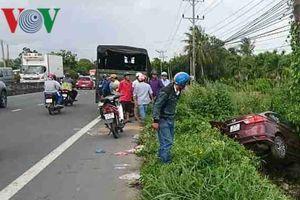 Xe chở cảnh sát giao thông gây tai nạn làm 2 người chết