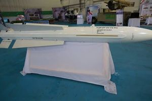 Iran sản xuất tên lửa mạnh hơn Phoenix của Mỹ