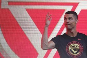 'Chua chát' phỏng vấn Ronaldo và MC Trung Quốc: Dậy sóng 'khẩu chiến'