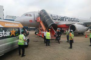 Hành khách tự ý mở cửa thoát hiểm máy bay bị phạt 2 triệu