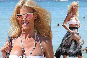 Cựu mẫu Playboy Victoria Silvstedt U50 căng đầy sức sống