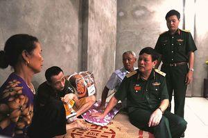 Tặng 'nhà 100 đồng' cho nạn nhân chất độc da cam