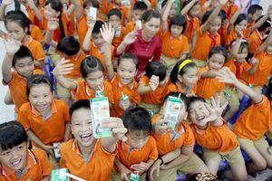 Mở thầu tài chính sữa học đường ở Hà Nội: Hai 'ông lớn' chào giá ngàn tỉ đồng