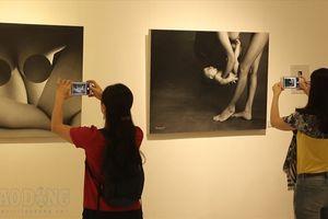 Triển lãm nude đầu tiên đạt 'kỉ lục' người xem