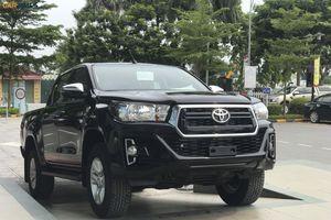 Toyota Hilux 2018 mới đã có mặt tại đại lý, đặt cọc sớm có xe đi ngay