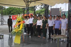 Báo Công lý tri ân các anh hùng liệt sỹ, gia đình chính sách tại 'đất lửa' Quảng Trị