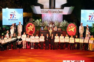 Hình ảnh cả nước tổ chức tri ân các anh hùng, thương binh-liệt sỹ