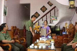 Công an Lạng Sơn thăm và tặng quà nhân Ngày Thương binh - liệt sĩ
