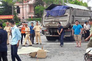 Bị xe tải kéo lê trên đường Hà Nội, một phụ nữ lái xe máy thiệt mạng
