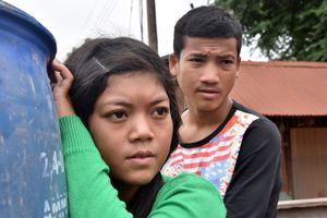 Dân làng Attapeu về nhà tay trắng sau những ngày trốn chạy lũ dữ
