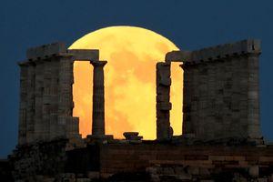 Nguyệt thực toàn phần tuyệt đẹp tại các công trình nổi tiếng thế giới