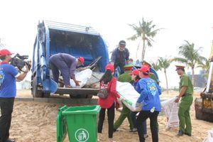 Hơn 500 thanh niên tình nguyện chung tay làm sạch bãi biển