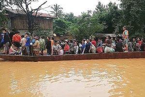 Lào tiếp tục sơ tán hơn 3.000 nạn nhân vùng lũ