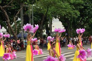 Rực rỡ sắc màu Lễ hội đường phố 'Tinh hoa Hà Nội - Hội tụ và tỏa sáng'