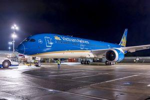 Máy bay Vietnam Airlines hạ cánh lệch vị trí tại sân bay Nội Bài