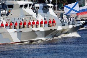 TT Putin quan sát tàu chiến Nga phô diễn sức mạnh trong ngày Hải quân