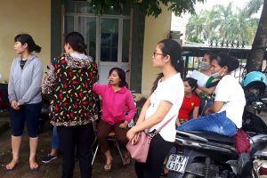 Hàng trăm giáo viên ở Hà Nội có nguy cơ mất việc: Lãnh đạo ký thừa, sao 'đổ đầu' giáo viên?