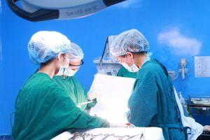 'Sống chung'với khối u buồng trứng khổng lồ gần 30 năm