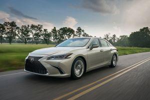 Lexus ES 2019 giá 920 triệu đồng có gì đặc biệt?