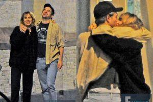 Sao 'Chạng vạng' Robert Pattinson hôn người mẫu Anh, rộ tin hẹn hò