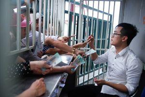 Phe vé đông hơn khán giả, vé xem U23 Việt Nam tràn ngập 'chợ đen'