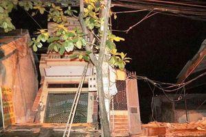 5 căn nhà cao tầng bị 'lôi' xuống sông Đà sau tiếng nứt gãy