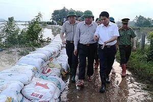 Chủ tịch UBND TP Hà Nội Nguyễn Đức Chung kiểm tra, chỉ đạo ứng phó với ngập lụt tại huyện Chương Mỹ