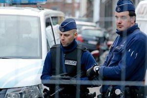 Một đối tượng cho nổ tung thân mình trong sân vận động bóng đá tại Bỉ