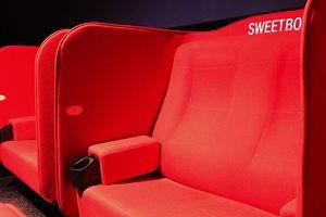 Từ vụ CGV để lộ ảnh nóng khách: Có nên đặt sweetbox trong rạp?