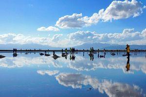 Khách Trung Quốc tàn phá 'tấm gương của bầu trời'